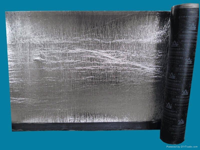 Manta asfáltica ou impermeabilizantes líquidos a base de água?