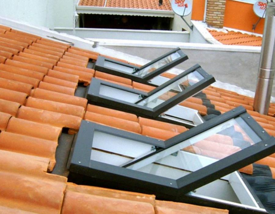 janela de telhado pivotante